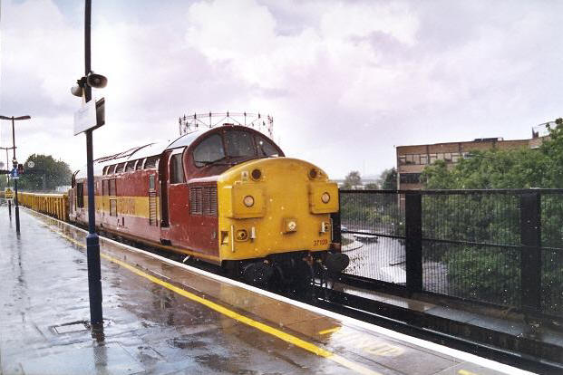 No. 37109 braving the rain at Dartford