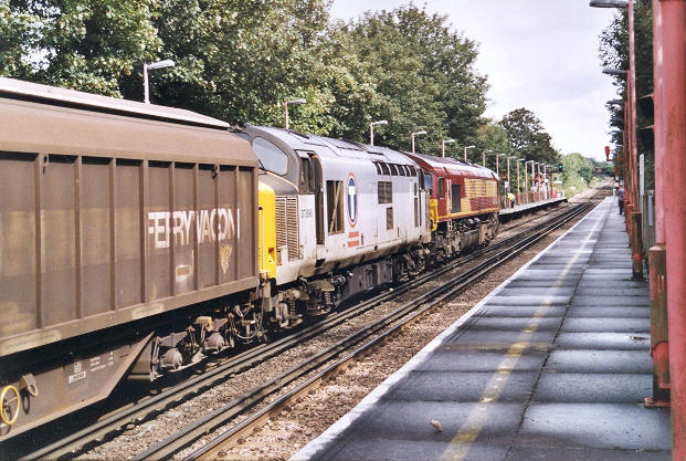 Class 66 and Class 37 double-heading through Stone Crossing