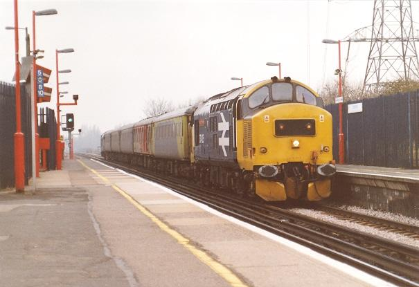Nos. 37425 and 37411 breeze through Crayford